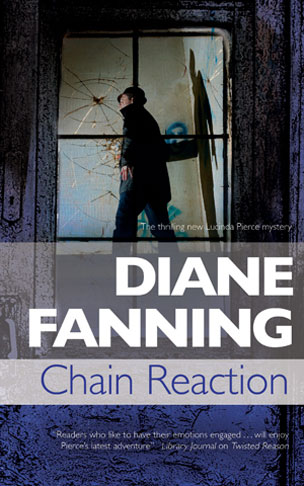 Chain Reaction – A Lucinda Pierce Mystery (Book 7)